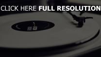 schwarz-weiß-foto spieler vinyl-schallplatte