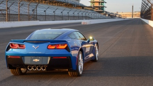 chevrolet corvette c7 stingray blau sportwagen straße rückansicht