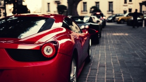 ferrari 458 italia sportwagen rot scheinwerfer stadt