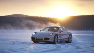 winter schnee white porsche 911 drift