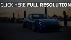 sportwagen subaru tuning blau seitenansicht