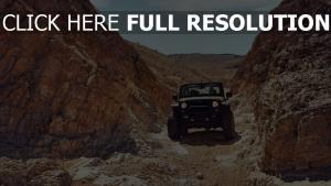 geländewagen felsen wüste jeep