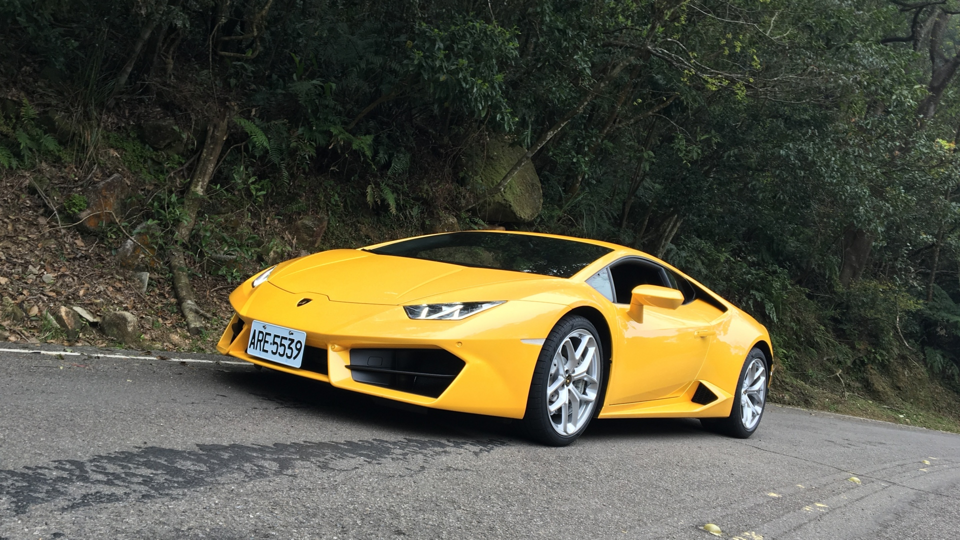 Hd Hintergrundbilder Lamborghini Gelb Vorderansicht Sportwagen Desktop Hintergrund
