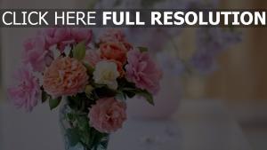 blumenstrauß pfingstrosen rosa weiß vase rosen