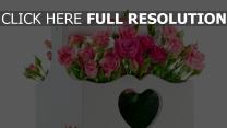 kiste korb rosen strauß blumenarrangement