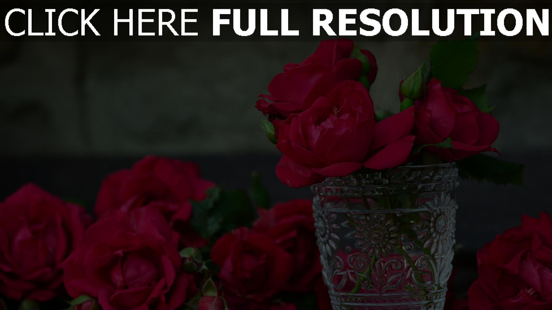 hd hintergrundbilder rote rosen bl tenbl tter vase glas knospen bl ten desktop hintergrund. Black Bedroom Furniture Sets. Home Design Ideas