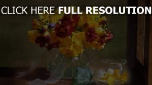 blumenstrauß blumen rot gelb vase