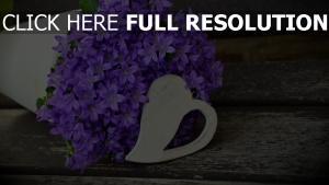 strauß lila blumen
