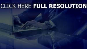 laptop tastatur mann hand geschäftsmann