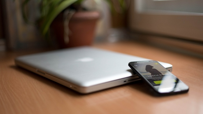 hd hintergrundbilder macbook smartphone laptop