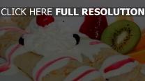 sahne pfannkuchen erdbeeren kiwi dessert