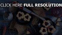 kekse marmelade süß messer tisch teesieb