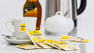 tasse tee teebeutel zuckerdose