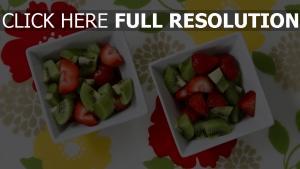 früchte erdbeeren kiwi salat dessert