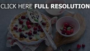 dessert kuchen obst platte sahne löffel