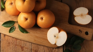äpfel blätter tisch früchte schnitt