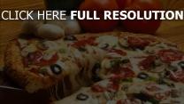 pizza käse oliven tomaten champignons
