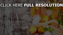 limonade pfirsiche gläser tisch frische sommer