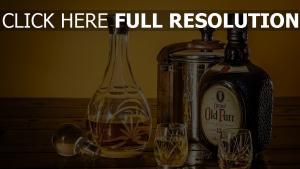 wein whisky dekanter gläser flasche