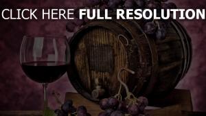 wein glas barrel trauben violett
