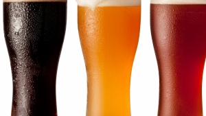 bier gläser schaum verschiedene