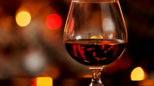 cognac glas getränke unschärfe