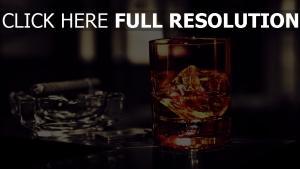 whiskey glas eis alkohol zigarre aschenbecher