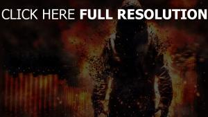 feuer explosionen zerstörung mann motorhaube