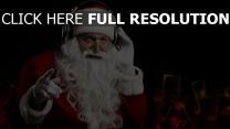 weihnachtsmann kopfhörer bart musik weihnachten