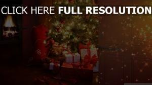 weihnachten weihnachtsbaum geschenke spielzeug haus