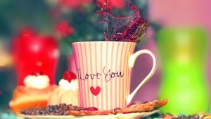 valentinstag schale kaffee süßigkeiten kuchen