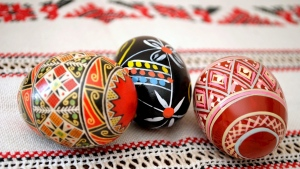 eier ornament muster stickereien ostern