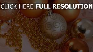 glitter perlen luftballons weihnachtsschmuck gold close-up
