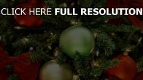 weihnachtsbaum bögen luftballons weihnachtsschmuck girlanden urlaub weihnachten neujahr close-up