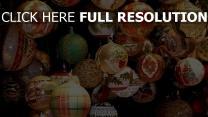 muster viele luftballons weihnachtsschmuck verschiedene fäden urlaub hängend