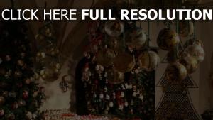 viele urlaub luftballons weihnachtsdekorationen bäume neues jahr