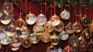 schnur nadeln luftballons weihnachtsdekorationen zweige neujahr weihnachten