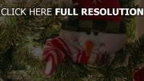 baum feiertag lächelnd schneemann tannennadeln neujahr weihnachten