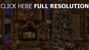 geschenke kranz weihnachten baum kamin haus komfort