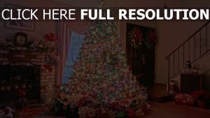 baum kamin feiertag weihnachten geschenke zu hause