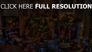 geschenke feiertag weihnachten baum kamin spielzeug zu hause strümpfe komfort