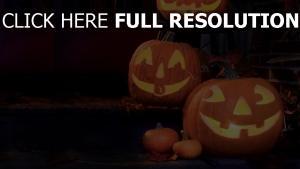 lächeln halloween kürbis gesichter