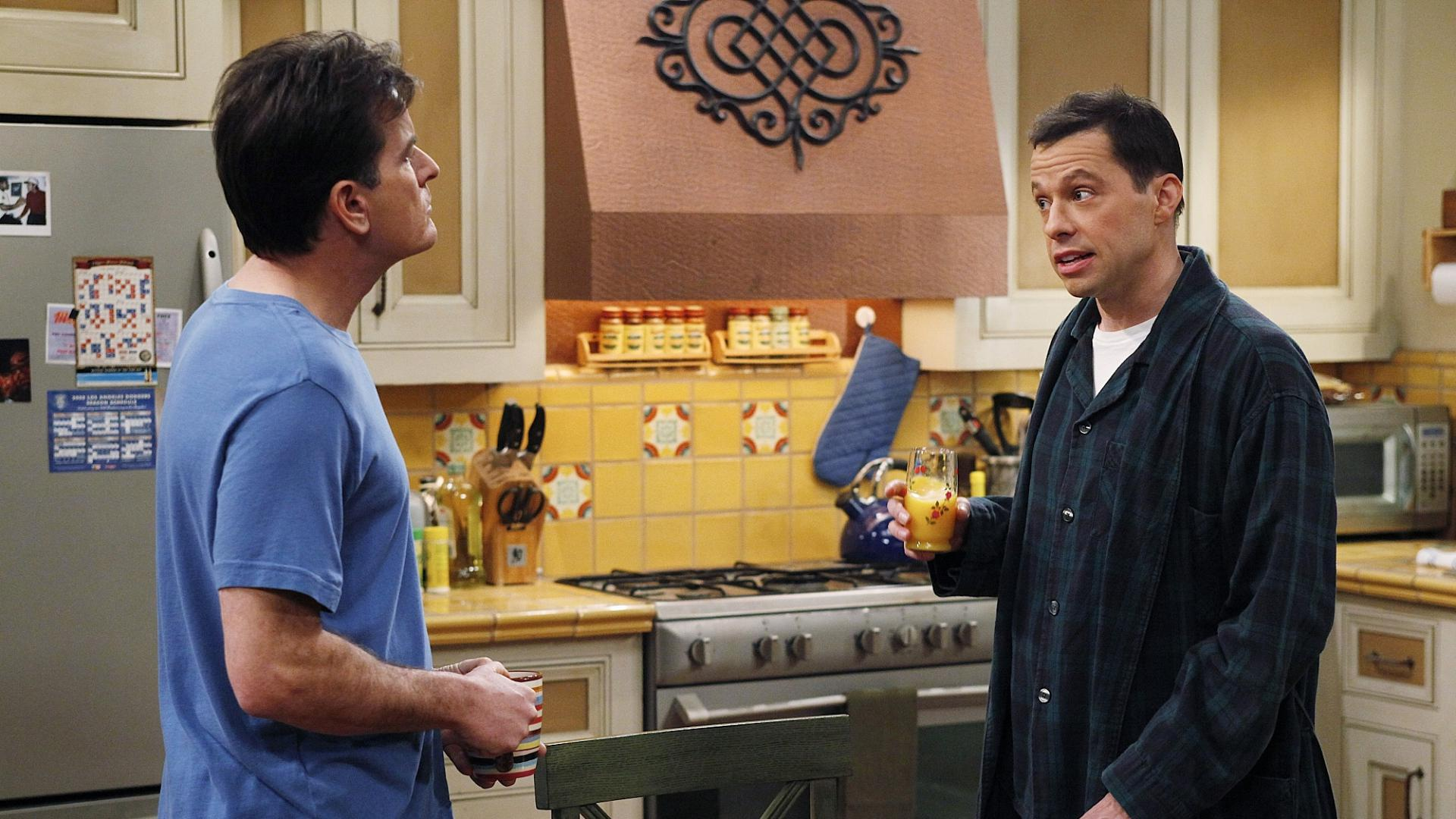 hd hintergrundbilder jon cryer charlie sheen two and a half men jake harper charlie harper konflikt küche 1920x1080