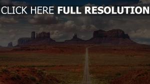 wüste straße gerade berge wolken himmel