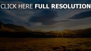 felder hügel bergrücken sonnenaufgang
