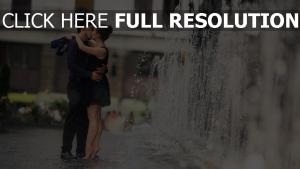 brunnen paare datum küssen