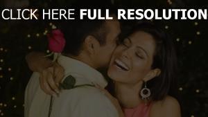 paar romantik umarmungen rose