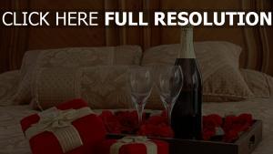 champagner gläser rosen romantik