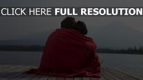paar umarmt kariert strand romantik