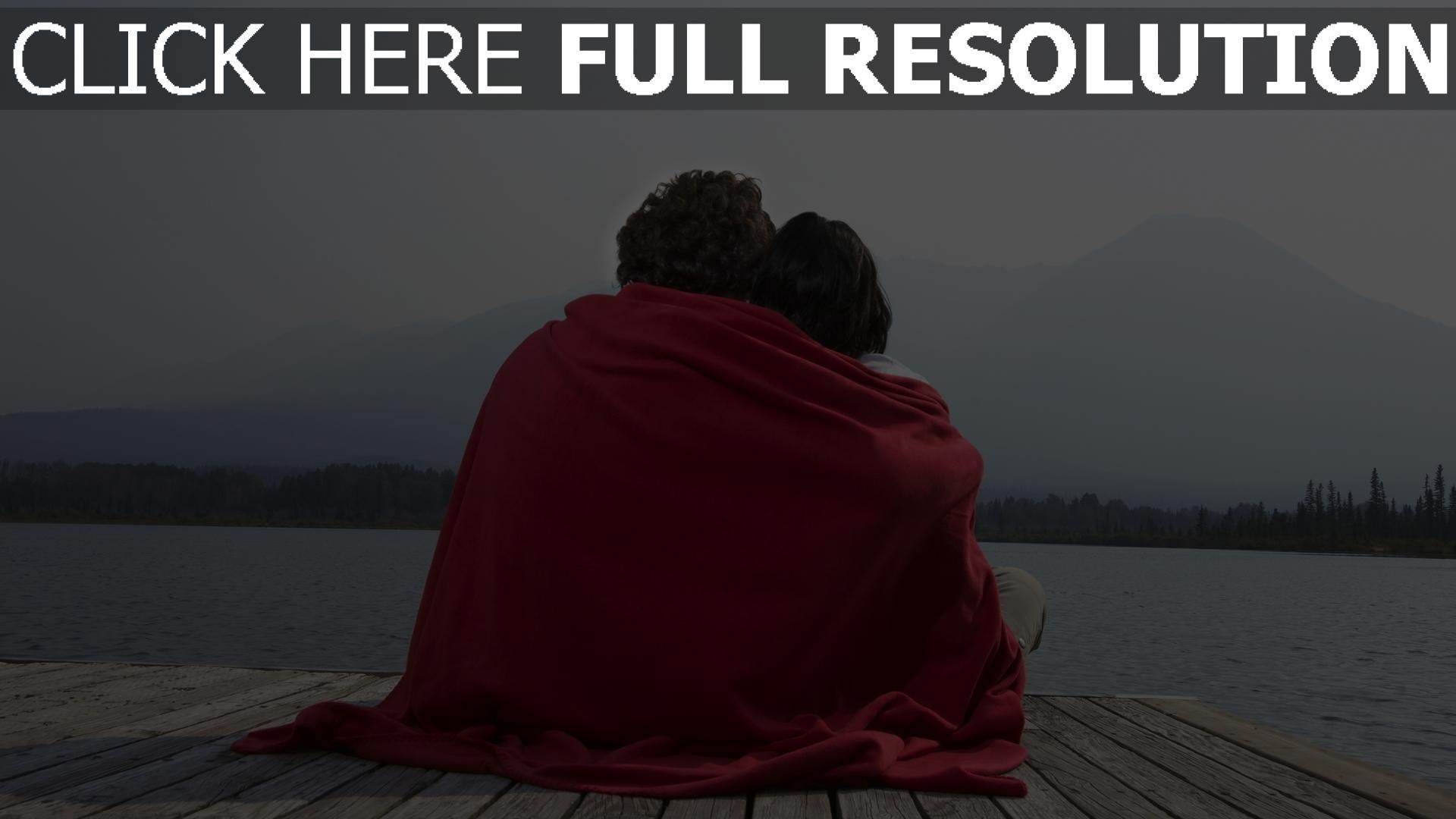hd hintergrundbilder paar umarmt kariert strand romantik 1920x1080